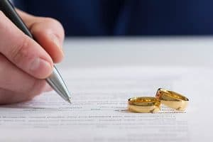 Signing financial agreement for divorce